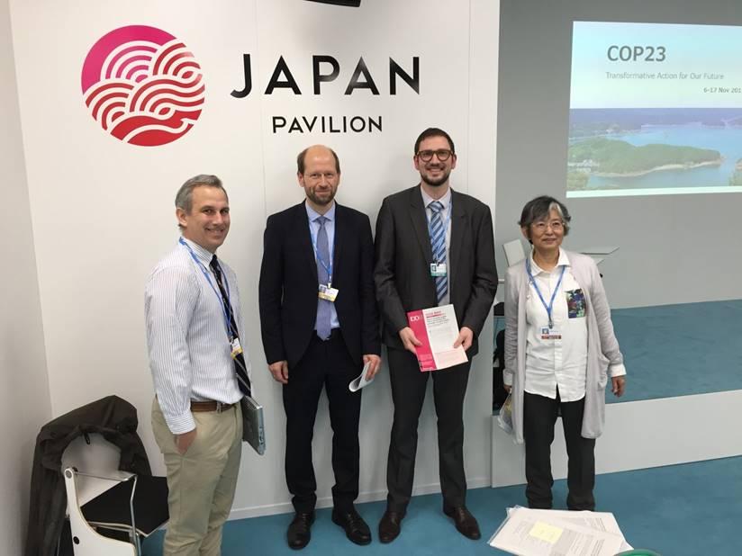 Yann Briand lors d'une présentation avec les autres chercheurs du réseau Deep Decarbonization Pathways Project au pavillon Japonais, COP 23, Nov 2017
